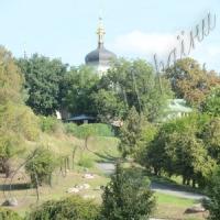 На схилах Дніпра розквітнув сад Анни, королеви Франції