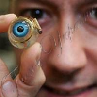 Британські хірурги вперше пересадили людині штучні очі