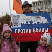 Русский солдат, бросай ружье, иди домой!