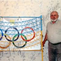 «Виткав» прапор із цвяхів