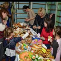 Учні продавали тістечка. Закуплять канцтовари