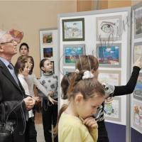 Діти Донбасу малюють війну і мріють про мир...