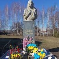 Перший пам'ятник видатній просвітительці