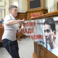 Надія Савченко вперше виступила з трибуни Верховної Ради і заспівала гімн