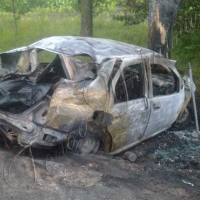 З охопленого полум'ям автомобіля не вдалося нікого врятувати