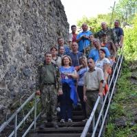 Лісівники і депутати облаштували підніжжя Невицького замку