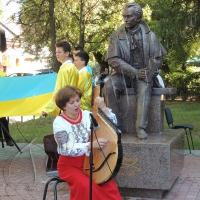 Закарпатці на світанку помолилися за Україну, оновили дитячу залізницю й відкрили пам'ятник Кобзареві