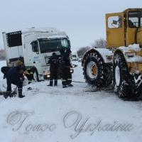 Життя двох людей забрали сніг та холод