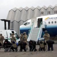 В аеропорту визволяли «заручників»