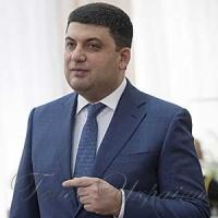 Глава уряду передавав техніку і заспокоював щодо гривні