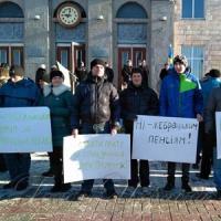 На Соборной площади Черкасс предприниматели, фермеры и пенсионеры протестовали против социально-экономической политики правительства