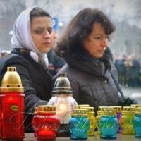 Сотні лампадок на спомин про синів та дочок країни