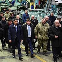 Премьер-министр Украины посетил высокотехнологические предприятия Харькова