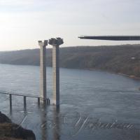 На мостах через Старий Дніпро заворушилися будівельники