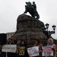 У Києві на Софійській площі, біля пам'ятника Б. Хмельницькому, відбулася акція проти...