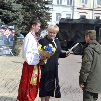 Захисникам вручили квіти та нагороди