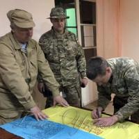 Прапор із передової з автографами бійців передадуть Далі Грибаускайте
