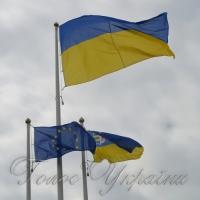 У прикордонному Ужгороді урочисто підняли прапори України і Євросоюзу