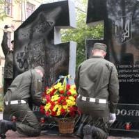 Пам'ятний знак загиблим в АТО нацгвардійцям відкрито у Вінниці...