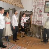Депутатам розповіли історію національного вбрання