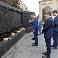 Українська делегація на чолі з Головою Верховної Ради України Андрієм Парубієм під час візиту до США вшанувала пам'ять...