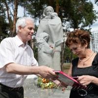 Монумент Матері-вдові будувала вся країна