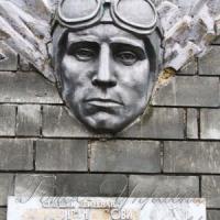 Літак-пам'ятник: ще з історією, але вже без імені