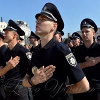 Перші кроки на шляху від карального органу правопорядку до дружнього «з надання поліцейських послуг»