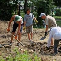 Проходять літню археологічну практику в пошуках стародавніх артефактів