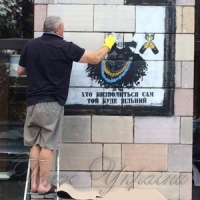 Знищені «Ікони Революції» відновлять, а винних покарають