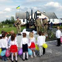 У селі Садки Житомирського району відкрили пам'ятний знак «Героям, захисникам України»