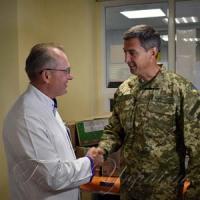 Поблагодарили за спасение раненых воинов