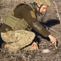 Інженери передової: військові сапери  ліквідують небезпечні «подарунки» бойовиків