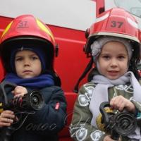 На пожарной машине — в детсад