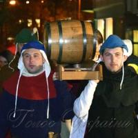 Молоде вино: відкрили фестиваль і першу діжку!