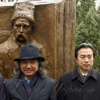 Китайський скульптор відтворив  діалог Шевченка і Ду Фу