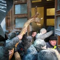 Так званий мирний протест закінчився спробою штурму Жовтневого палацу, де перебували діти