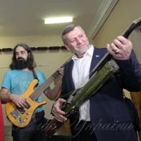 Зброя перетворилася  на музичні інструменти