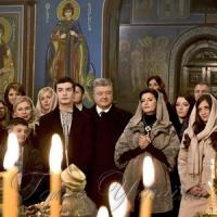 Президент України та його родина привітали християн східного обряду з Різдвом Христовим.