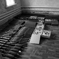 Зберігали вдома справжні арсенали