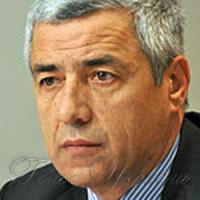 Кому на руку усунення Івановича?