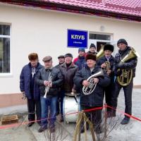 ...на відкриття клубу прийшов найстаріший житель села