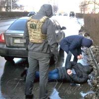 На хабарі спіймали... працівників поліції