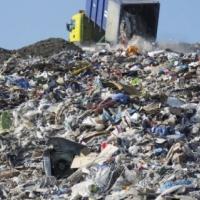 Спільноту вчать заробляти на смітті
