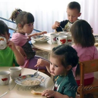 Детсады переводят «на свои хлеба»