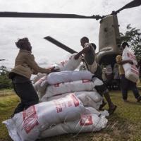 Розвантаження гуманітарної допомоги