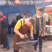 Допомогти молоді й безробітним зорієнтуватися