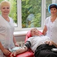 За 42 роки чоловік здав півтонни крові  та допоміг урятувати понад дві тисячі пацієнтів