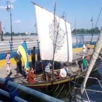 Історичний човен приплив з Литви
