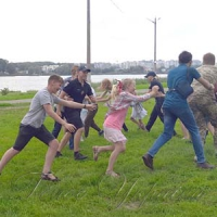 Полицейские убегали, а дети их догоняли